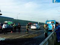 """""""По предварительной информации, у самосвала отказали тормоза, после чего он столкнулся с автобусом 389-го маршрута. В результате аварии пострадали несколько человек"""", - сказал собеседник агентства в Дептрансе"""