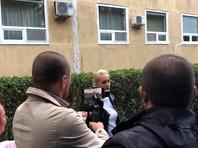 В омскую больницу, где лежит Навальный, пустили врачей из берлинской клиники