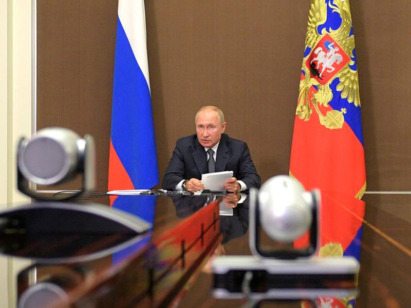 Владимир Путин на расширенном заседании президиума Государственного совета