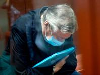 """Ефремов в своем последнем слове признал вину, раскаялся и сравнил запрошенный прокурором срок со смертным приговором. После приговора в виде 8 лет лишения свободы Ефремов также отказался от услуг Пашаева, сочтя, что защитник """"подставил"""" его в ходе рассмотрения дела"""
