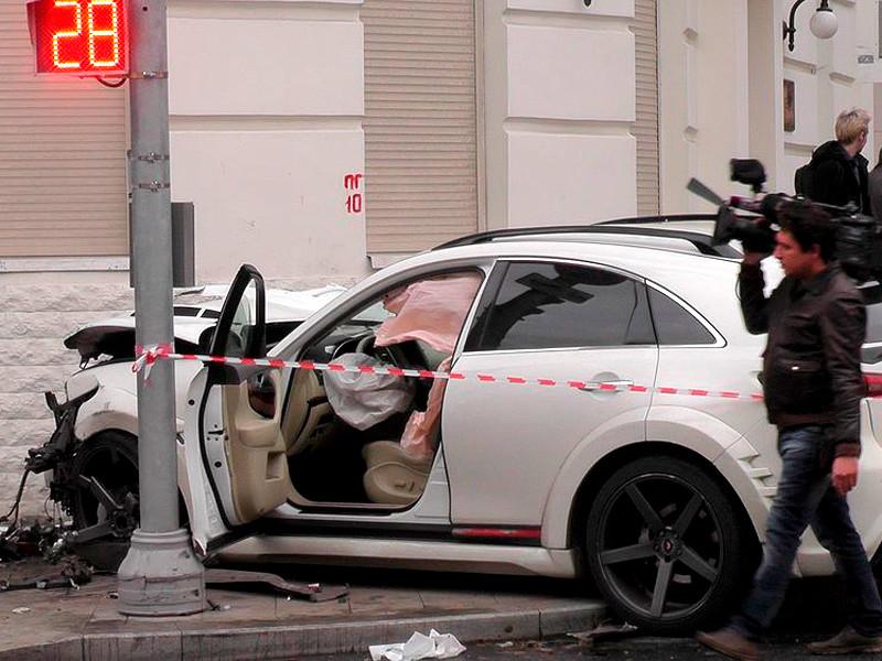 Последствия ДТП с участием двух легковых автомобилей на Остоженке