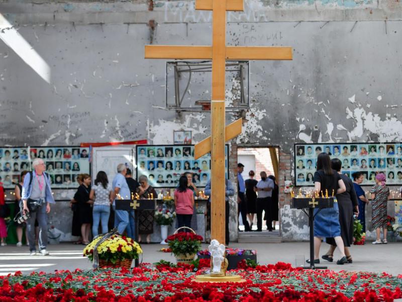 В Беслане началась трехдневная вахта памяти по сотням погибшим в результате штурма школы 16 лет назад