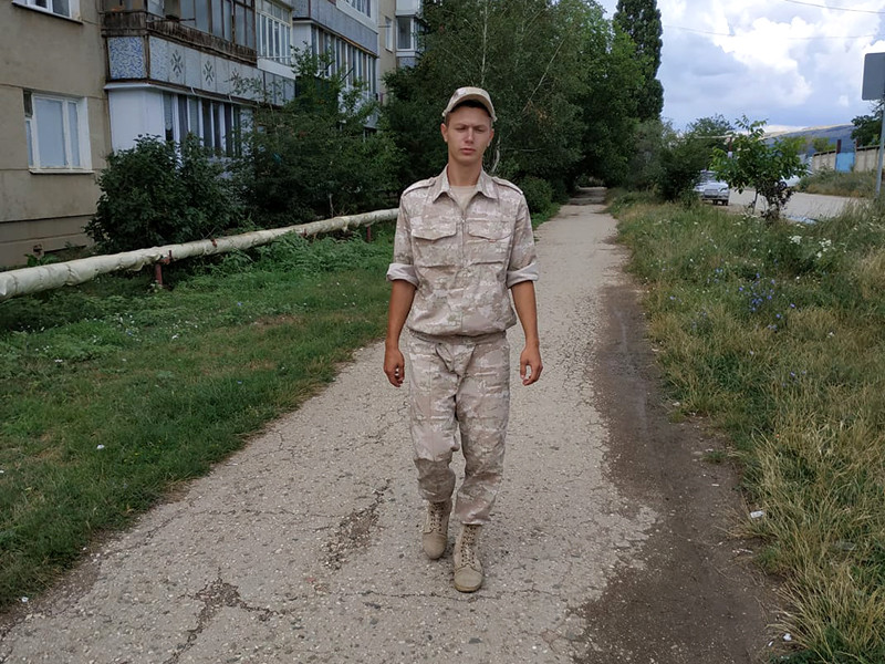 Мать погибшего Алена Боровских подтвердила агентству, что ее сын погиб в Крыму. 10 октября женщина написала о случившемся на своей странице в Facebook