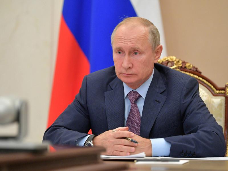 """Президент России Владимир Путин прислушивается к мнению специалистов, """"а они в один голос говорят"""", что необходимости в локдауне нет"""