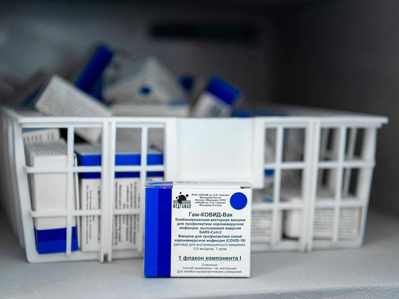 Фото с вакцинации медицинских работников Москвы от COVID-19