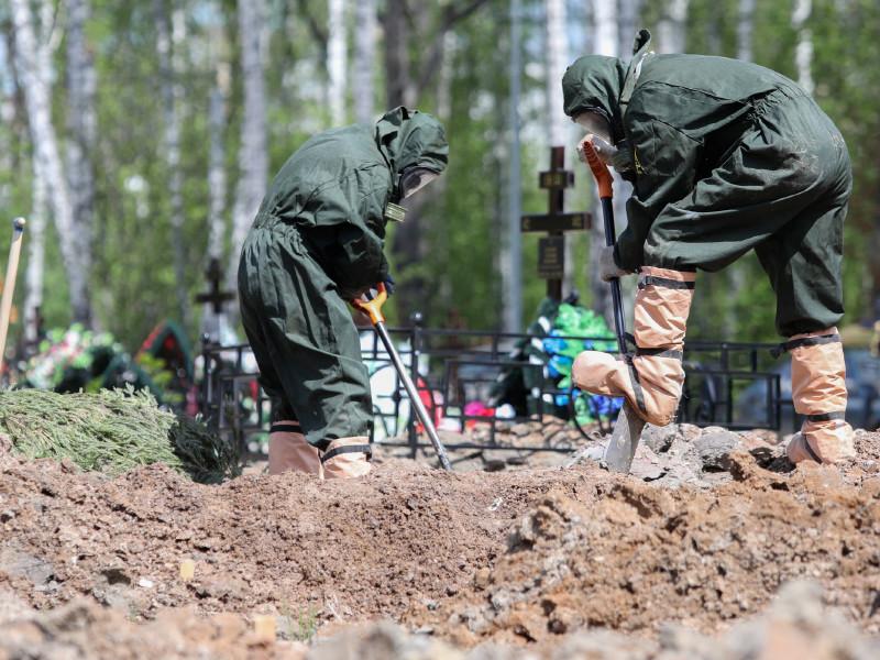 В России за сутки умерли 317 пациентов с коронавирусом - максимум с начала пандеми