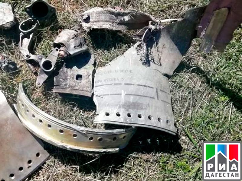 В горах возле дагестанского села Чираг местные жители нашли обломки неизвестного разорвавшегося снаряда и воронку от него