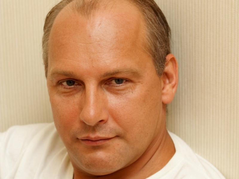 Хорошевский суд Москвы арестовал писателя Дмитрия Стародубцева на два месяца по подозрению в насильственных действиях сексуального характера в отношении несовершеннолетней