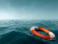 По его словам, на борту судна находились 13 членов экипажа, шесть из них удалось спасти. В пресс-службе МЧС России сообщили, что на борту остаются четыре человека, трое оказались в воде, ведутся их поиски