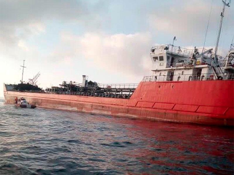 В Азовском море прекратили поиски троих моряков, пропавших при взрыве танкера