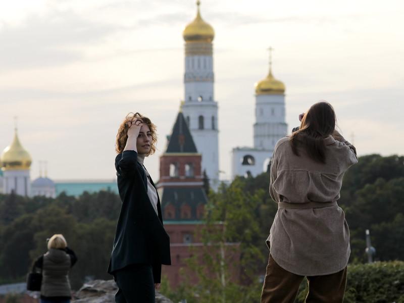 По мнению туроператоров, россияне отдают предпочтение отечественным локациям так как в условиях повышенной опасности заражения им спокойнее путешествовать по своей стране, чем за границей