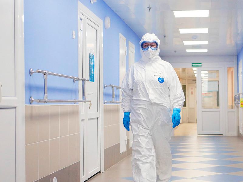 В России снова обновился максимум по выявленным случаям коронавируса за сутки: федеральный оперативный штаб сообщил о 17 717 заболевших в 85 регионах. Рекордным стало и число летальных случаев за сутки - 366