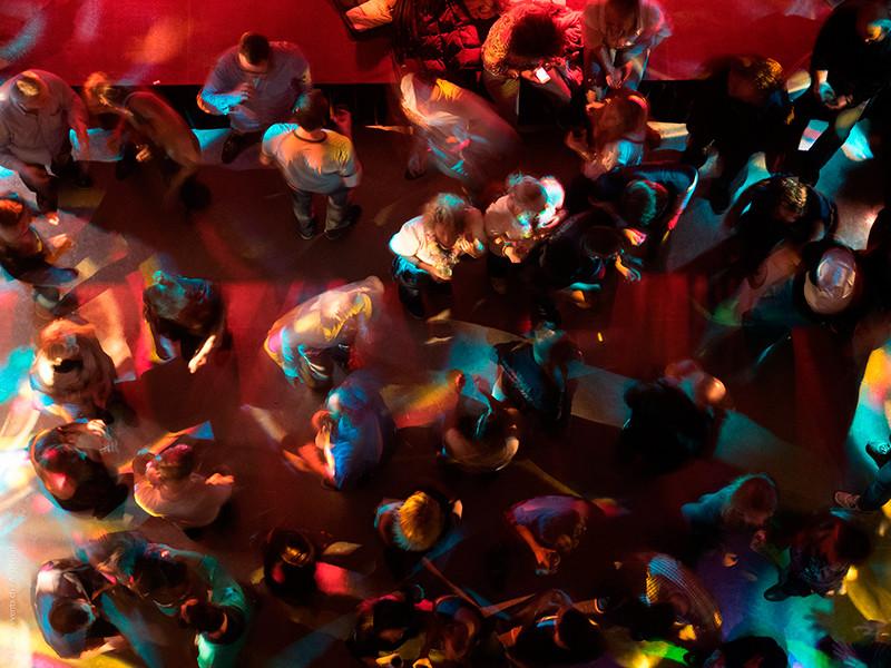 Власти Москвы заявили, что не собирают базу данных посетителей ночных клубов и не обяжут их соблюдать карантин