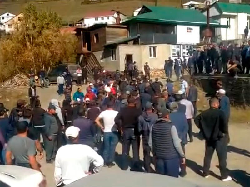В Цунтинском районе республики Дагестан около 300 местных жителей подрались с полицейскими