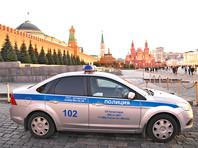 В Москве сотрудники полиции задержали на Красной площади девушку, гулявшую с красно-белым зонтом. Силовики посчитали, что он символизирует цвета оппозиционного флага Беларуси