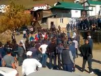 ВДагестане после выборов главы села жители подрались сполицейскими и закидали камнями администрацию