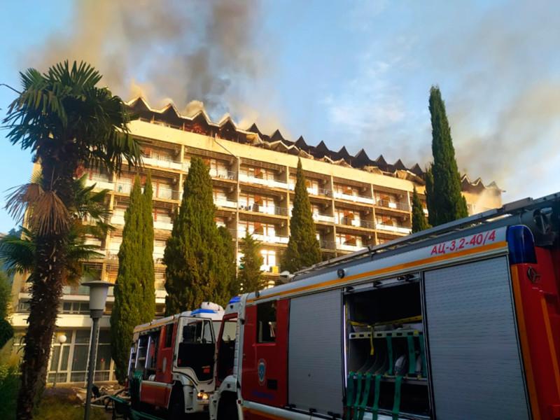 В Ялте загорелся санаторий Минобороны