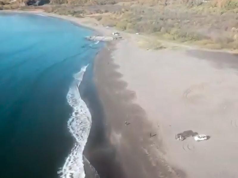 """В Instagram министерства, где опубликовано видео с пляжа, утверждается, что он """"совершенно чистый"""", а инспектора природного парка """"Налычево"""" """"ничего аномального"""" не зафиксировали"""
