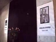 """1 августа 1995 года Иван Кивелиди внезапно впал в кому в своем кабинете в """"Росбизнесбанке"""", и его доставили в больницу. На следующий день в таком же состоянии госпитализировали его секретаря Зару Исмаилову: оба они в течение нескольких дней скончались"""