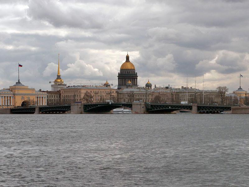 """Санкт-Петербург возвращает часть """"коронавирусных"""" ограничений, включая запрет на массовые мероприятия"""