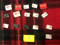 По месту проживания подозреваемого сотрудниками полиции изъяты многочисленные сим-карты, сотовые телефоны, банковские карты