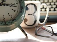 Режим рабочего времени при удаленной работе прописывается либо в коллективном договоре и локальном нормативном акте, который действует на предприятии, либо в трудовом договоре, либо в дополнительном соглашении к нему