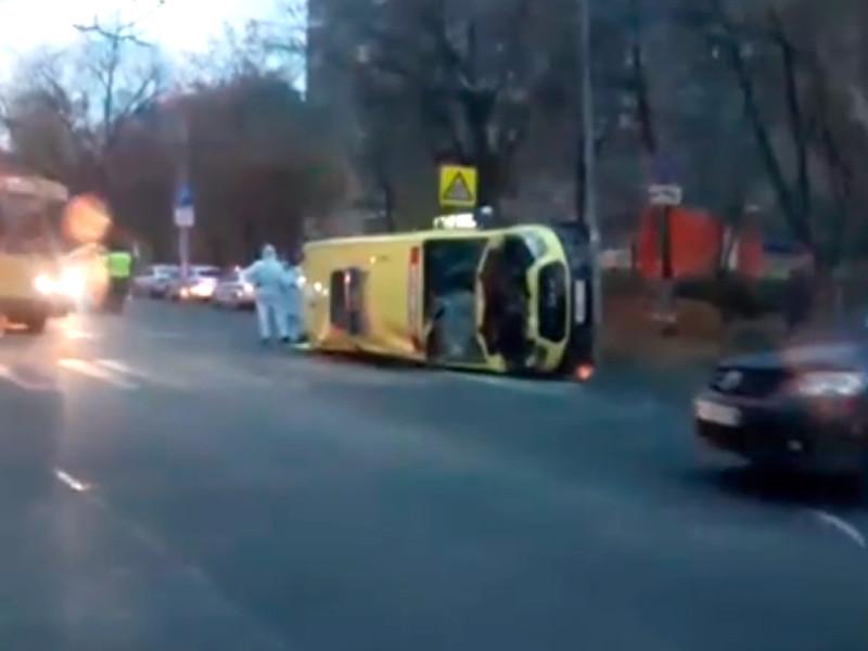 Авария произошла в понедельник около 16:00 на пересечении улиц Братиславская и Гагарина. Столкнулись автомобиль скорой, доставлявший тяжелого больного с коронавирусной инфекцией в больницу, и автомобиль Renault Logan