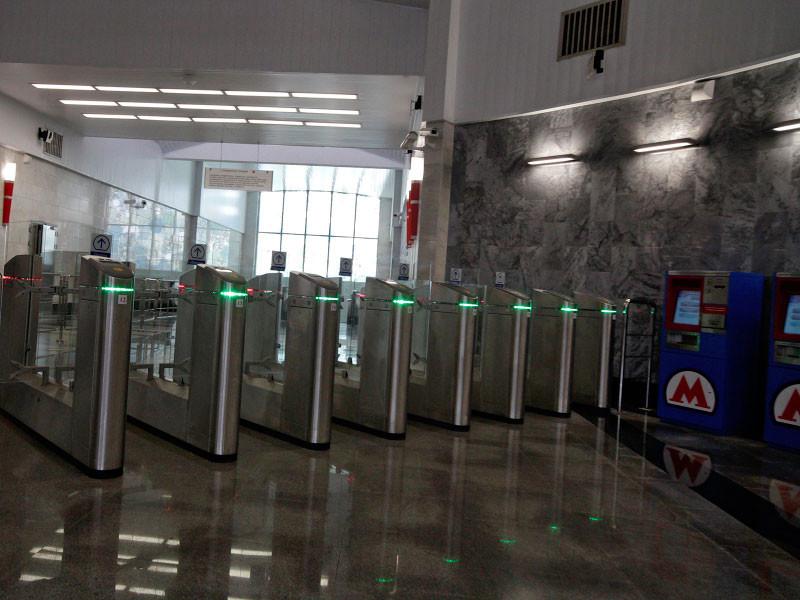 2 ноября на двух линиях московского метро - самой загруженной Таганско-Краснопресненской и Некрасовской - начался эксперимент по предоставлению 50-процентной скидки на проезд в определенные часы вне пикового времени