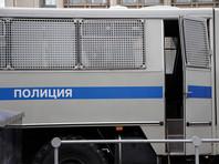В Москве задержанных участниц пикета против домашнего насилия больше 10 часов продержали в полицейском автомобиле около спецприемника. Пятеро девушек провели в автомобиле всю ночь, хотя очереди из других арестованных перед ними не было