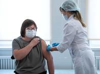 В Роспотребнадзоре уточнили, что для граждан России вакцинация их продуктом будет бесплатной и добровольной