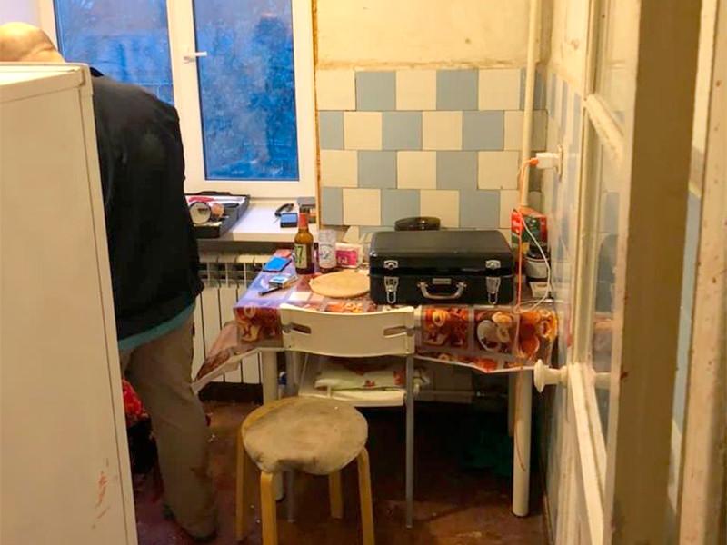В Екатеринбурге хозяин квартиры убил трех гостей и покончил с собой