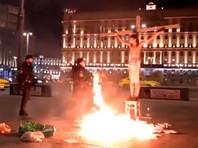 """На кресте был """"распят"""" Павел Крисевич в виде Иисуса Христа, а его соратники кидали в огонь тома """"уголовных дел"""""""