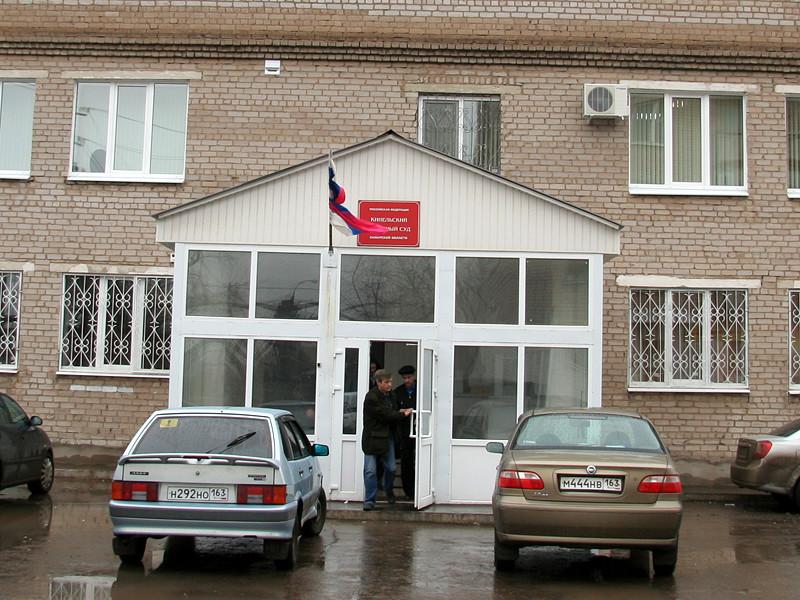 В Самарской области Кинельский районный суд вынес приговор Эльсеверу Азиеву, который использовал рабский труд для проведения ремонтных работ в учебных заведениях, торговых комплексах и административных зданиях