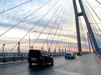 Открыто движение по Русскому мосту во Владивостоке, который был закрыт из-за обледенения после циклона