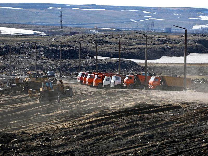 """29 мая на территории ТЭЦ-3 АО """"НТЭК"""", входящей в группу компаний """"Норильский никель"""", произошла разгерметизация одного из резервуаров из-за проседания свайного фундамента и разлив горюче-смазочных материалов"""