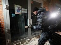 Полиция в ночь на субботу выломала дверь московского ресторана Choice Moscow на Лужнецкой набережной, работавшего после полуночи. Администрации грозит штраф до 300 тысяч рублей или приостановлении деятельности на срок до 90 суток