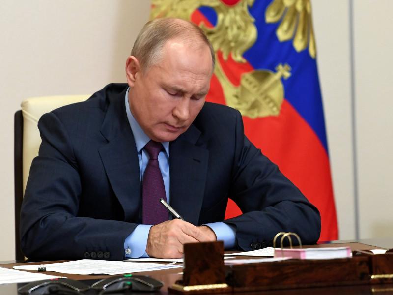 Президент России Владимир Путин подписал серию запретительных законов