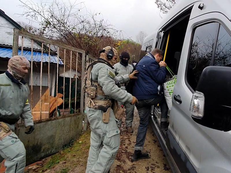 Силовики задержали шестерых соратников Тесака, подозреваемых в убийствах выходцев из Средней Азии в начале 2000-х
