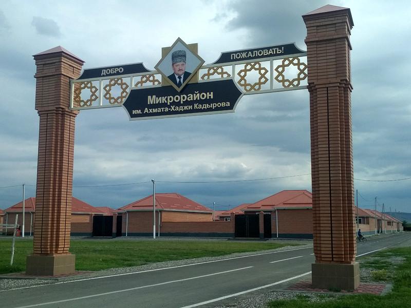 Журналисты Русской службы BBC нашли сотни улиц и переулков, носящих имена родственников главы Чечни Рамзана Кадырова. Чаще всего это имя Ахмата-Хаджи