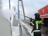 В общей сложности с вант было удалено около 2,3 тысяч тонн ледяных отложений
