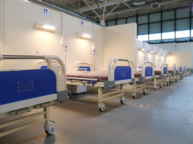 Временный госпиталь для больных COVID-19 в помещениях выставочного комплекса Ленэкспо
