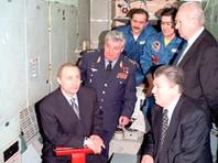 Владимир Путин и Евгений Шапошников (на фото - справа внизу) в Центре подготовки космонавтов, март 2000 года
