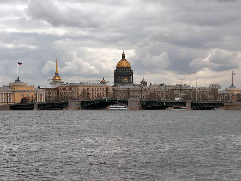 Туристы начали массово отменять поездки в Санкт-Петербург на фоне новых коронавирусных ограничений