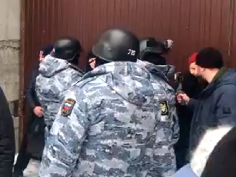 Охранники Среднеуральского женского монастыря отказались пустить на территорию обители судебных приставов и представителей епархии, которые прибыли туда для проведения строительно-технической экспертизы