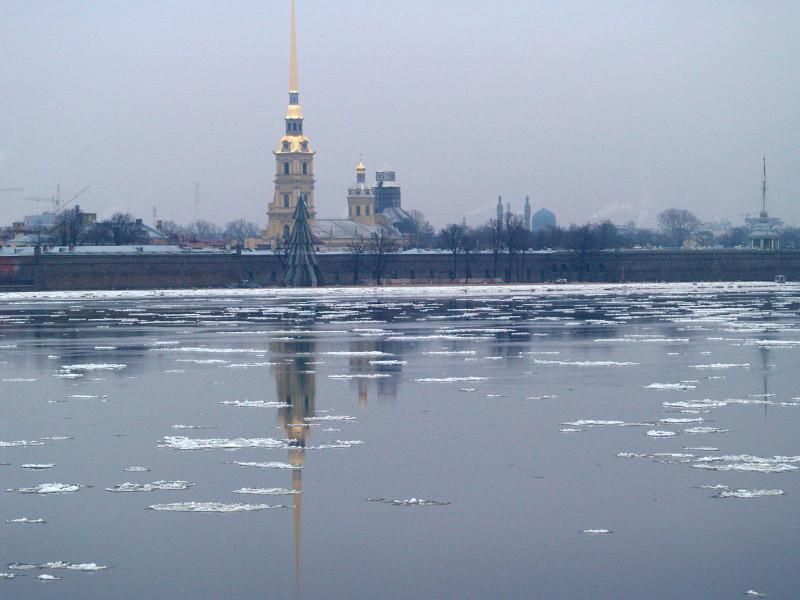 Петербургские власти усилили коронавирусные ограничения в период новогодних праздников и призвали туристов не приезжать в город на Новый год