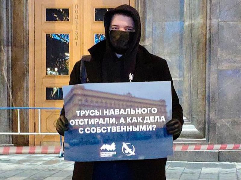 Лев Гяммер у здания ФСБ на Лубянке