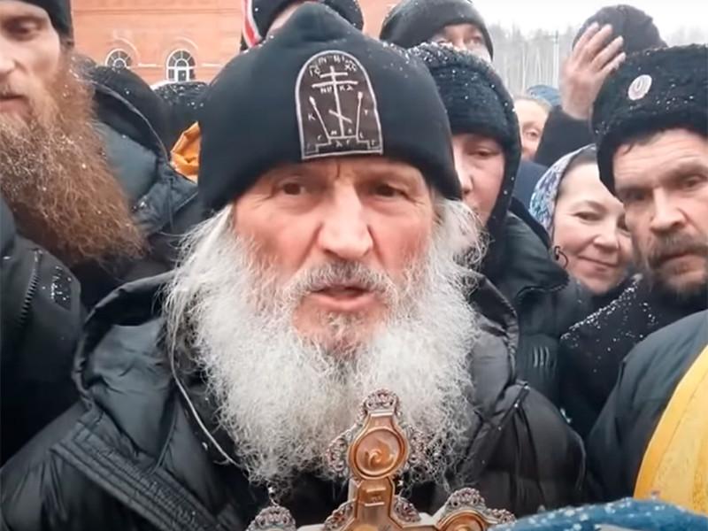 Силовики ночью взяли штурмом уральский монастырь, против низложенного схимонаха Сергия возбудили уголовное дело