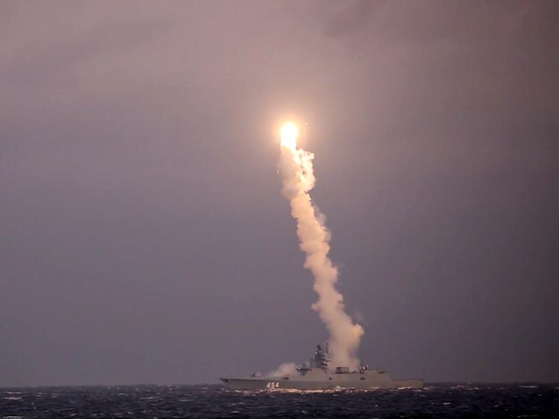 """Российские военные провели испытание гиперзвуковой ракеты """"Циркон"""" с борта фрегата """"Адмирал Горшков"""" в Белом море"""