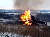 В Нижегородской области по решению епархии сожгли колокольню XIX века, чтобы сэкономить на сносе (ВИДЕО)