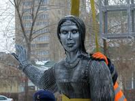 Внешний вид металлической Аленки шокировал общественность из-за непропорционального тела и пугающего лица